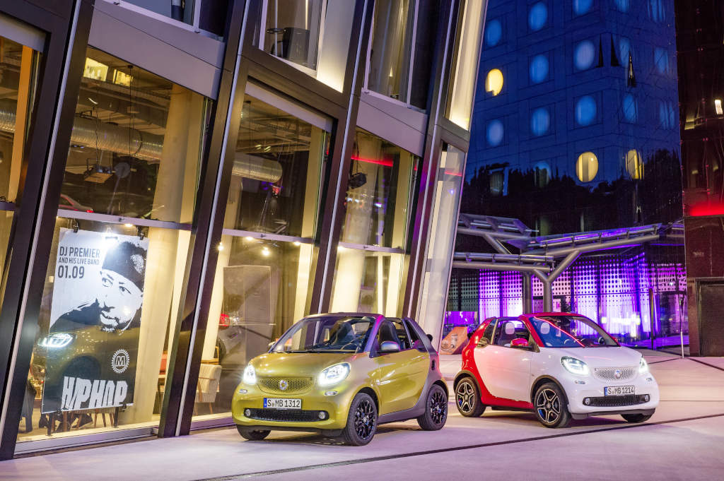 smart fortwo cabrio, prime, black to yellow / titania grey matt smart fortwo cabrio, passion, white / jupiter red