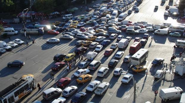 Un milion de români pot solicita returnarea taxei auto