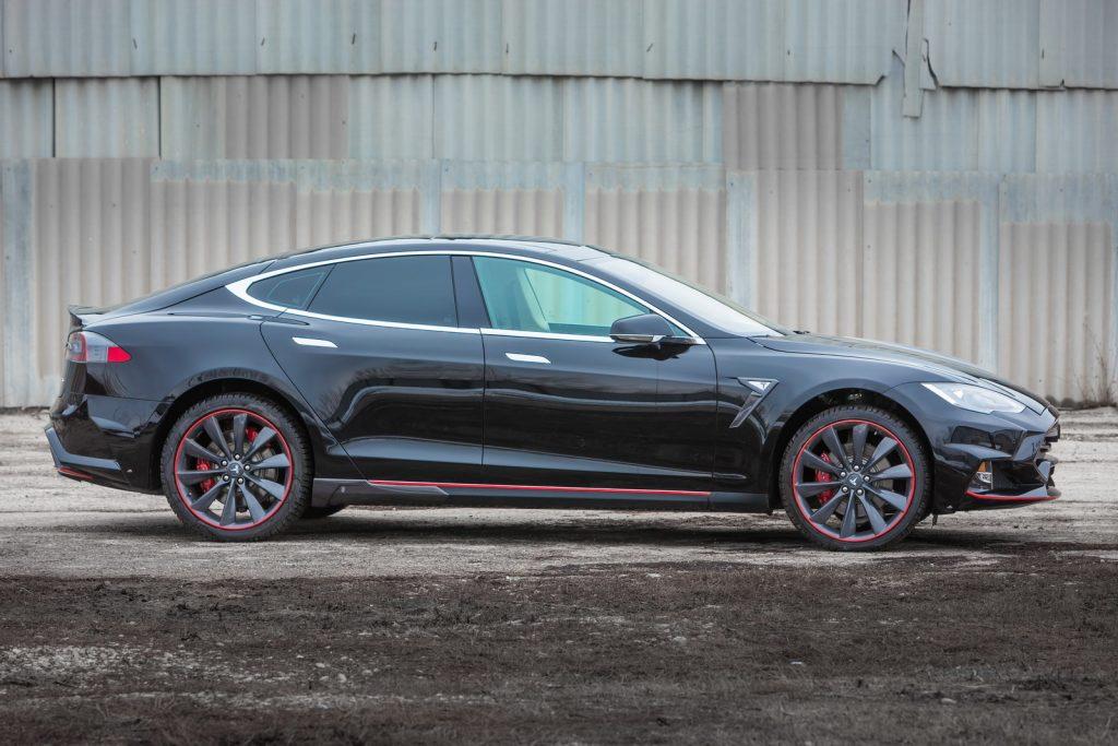 Tesla anunță că toate automobilele sale vor fi dotate cu pilot automat