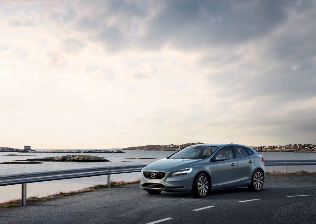 Volvo V40 a primit un facelift