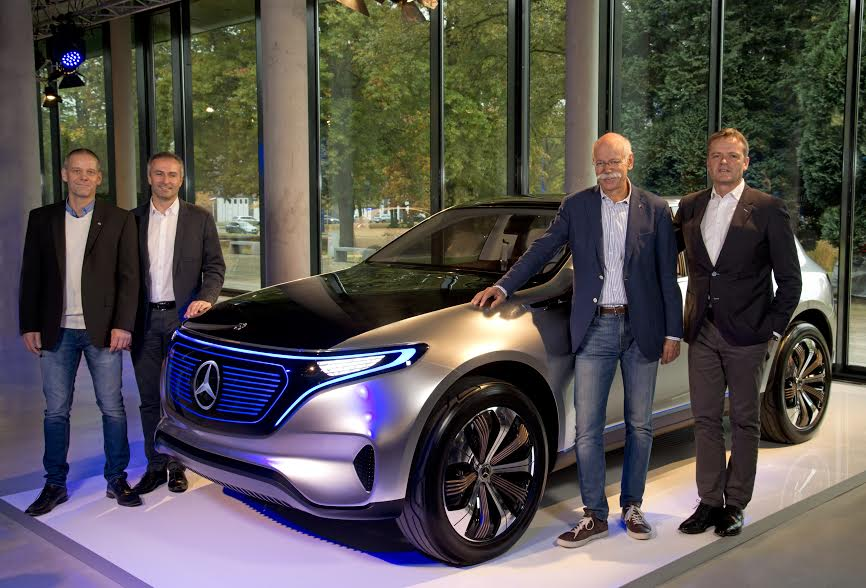 "Mercedes-Benz Werk Bremen baut erstes Serienmodell der neuen Generation von Elektrofahrzeugen: Dr. Dieter Zetsche (Vorsitzender des Vorstands der Daimler AG und Leiter Mercedes-Benz Cars, 2. v. r.), Markus Schäfer (Mitglied des Bereichsvorstands Mercedes-Benz Cars, Produktion und Supply Chain Management, r.), Peter Theurer (Standortverantwortlicher Mercedes-Benz Werk Bremen, 2. v. l.) und Michael Peters (Betriebsratsvorsitzender Mercedes-Benz Werk Bremen l.) mit dem EQ-Showcar, das auf der ""Mondial de l'Automobile 2016"" Weltpremiere hatte. ;Mercedes-Benz plant Bremen to produce the first series model of the new generation of electric cars: Dr. Dieter Zetsche (CEO of Daimler AG and Head of Mercedes Benz Cars, 2nd from right), Markus Schäfer (Member of the Divisional Board of Mercedes-Benz Cars, Production and Supply Chain Management, right), Peter Theurer (Site Manager of the Mercedes-Benz Bremen plant, 2nd from left) and Michael Peters (Chairman of the works council Mercedes-Benz Bremen plant, left ) with the EQ-show car, which was presented at ""Mondial de l'Automobile 2016"" in Paris.;"