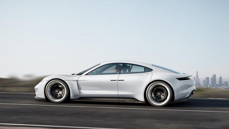 Porsche vrea să ajungă la vânzări de 20.000 de maşini electrice pe an