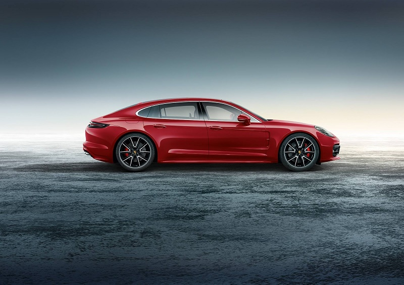 Porsche Exclusive vine cu versiunea specială Panamera Turbo Executive