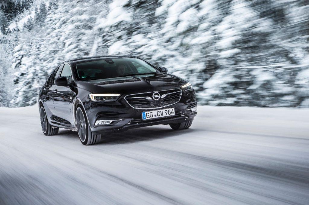Viitoarea generație Opel Insignia va avea tracțiune integrală cu vectorizarea cuplului