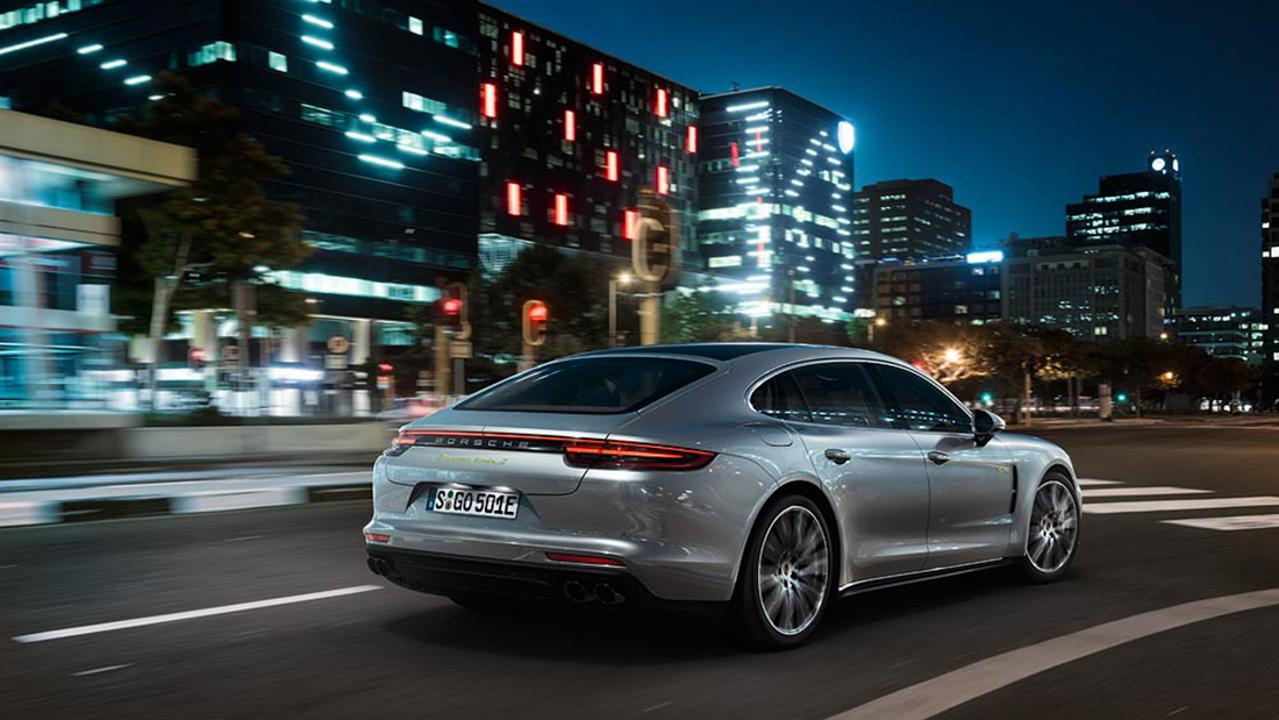 low_panamera_turbo_s_e_hybrid_executive_2017_porsche_ag