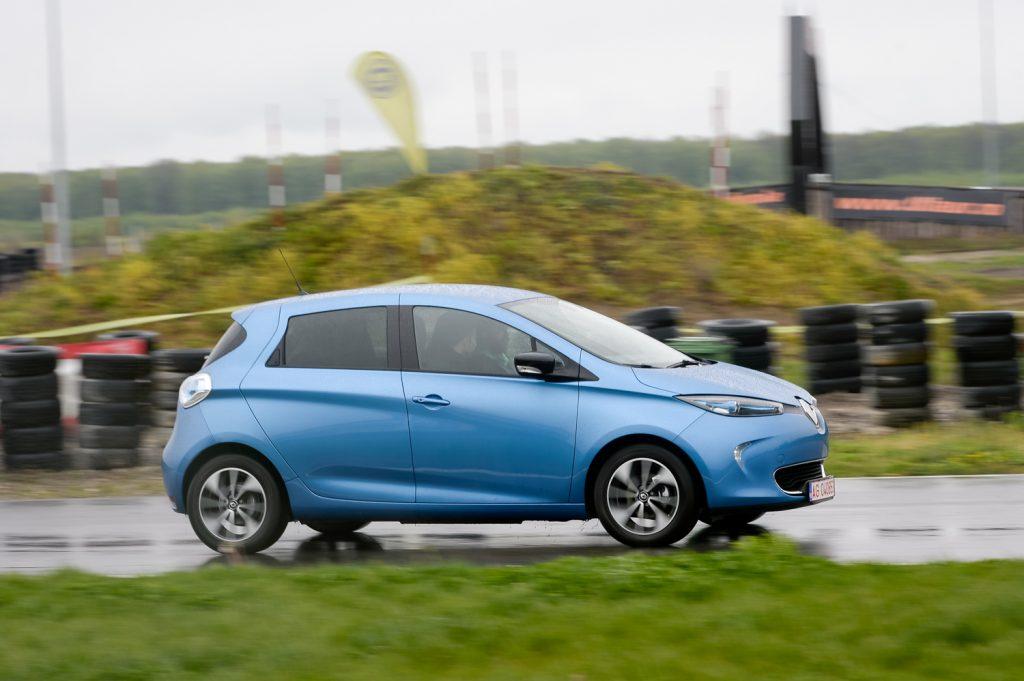 Românii au cumpărat peste 400 de mașini eco în primul trimestru