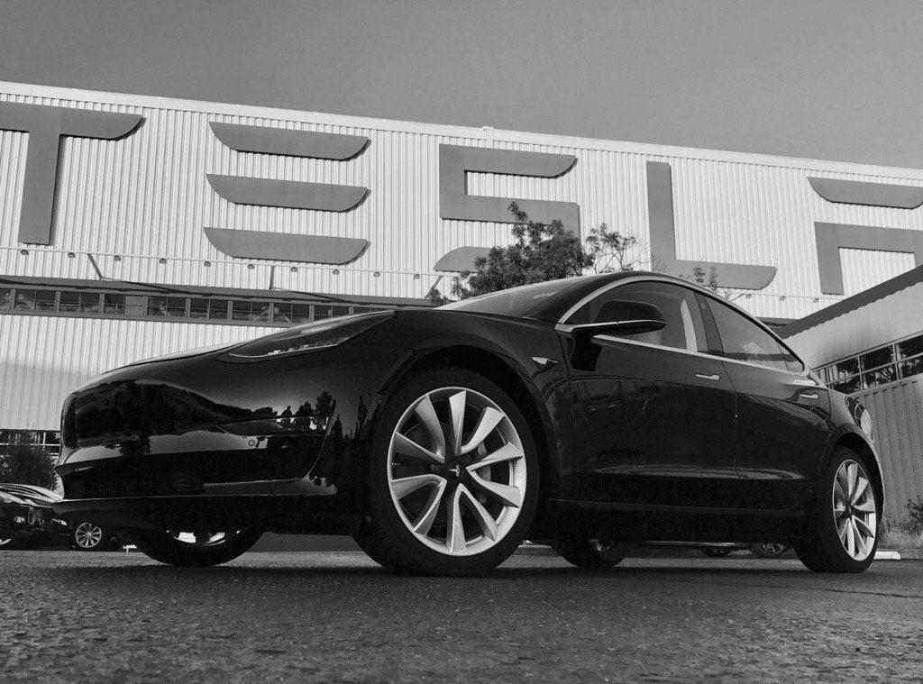 Tesla a livrat primele 30 de Model 3 angajaților