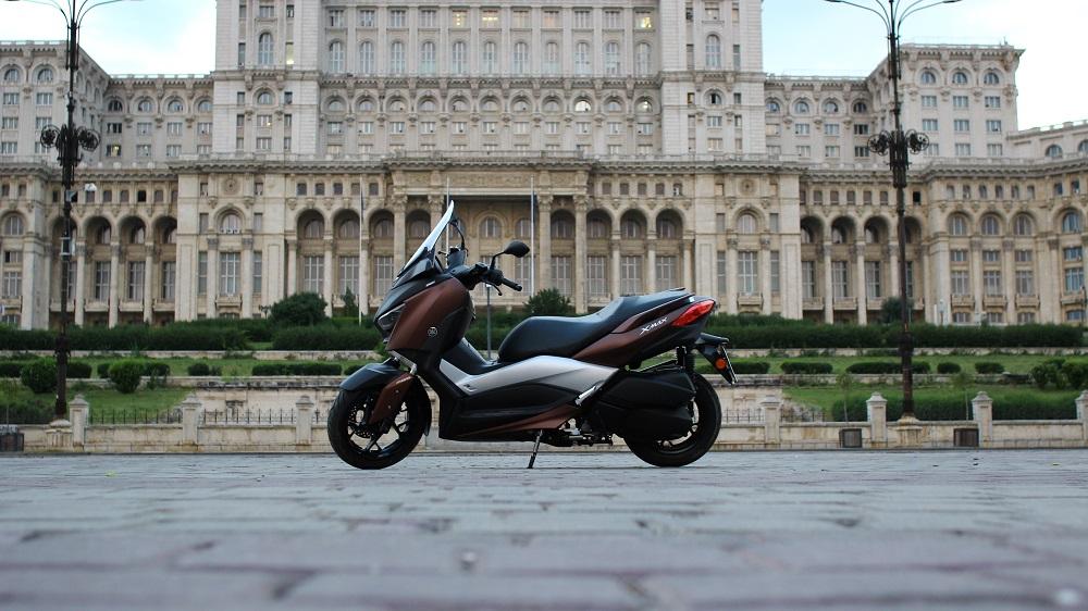 Yamaha XMAX 300 – manverabilitate și confort