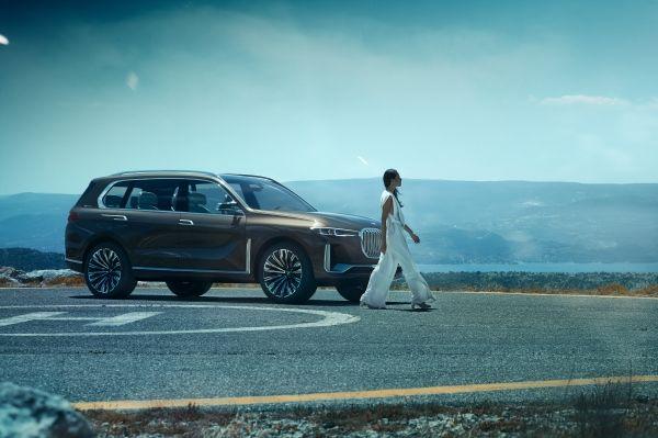 BMW a prezentat Concept X7 iPerformance