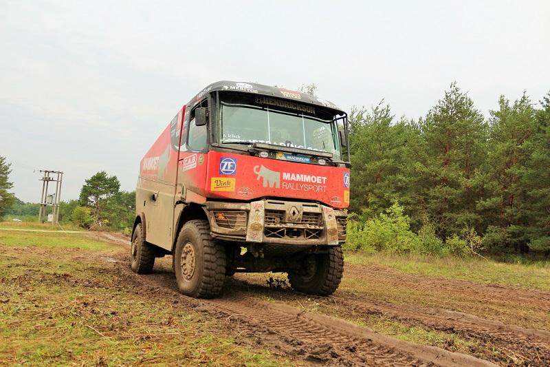 Am testat vehiculele pregătite de Renault Trucks și MKR Technology pentru Dakar