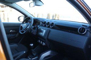 Dacia Duster interior 4x4 (3)