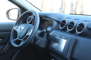 Dacia Duster interior 4x4 (4)