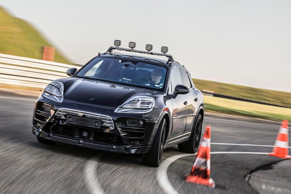 Prototipuri ale Porsche Macan complet electrice gata de testare, atât digital, cât și real