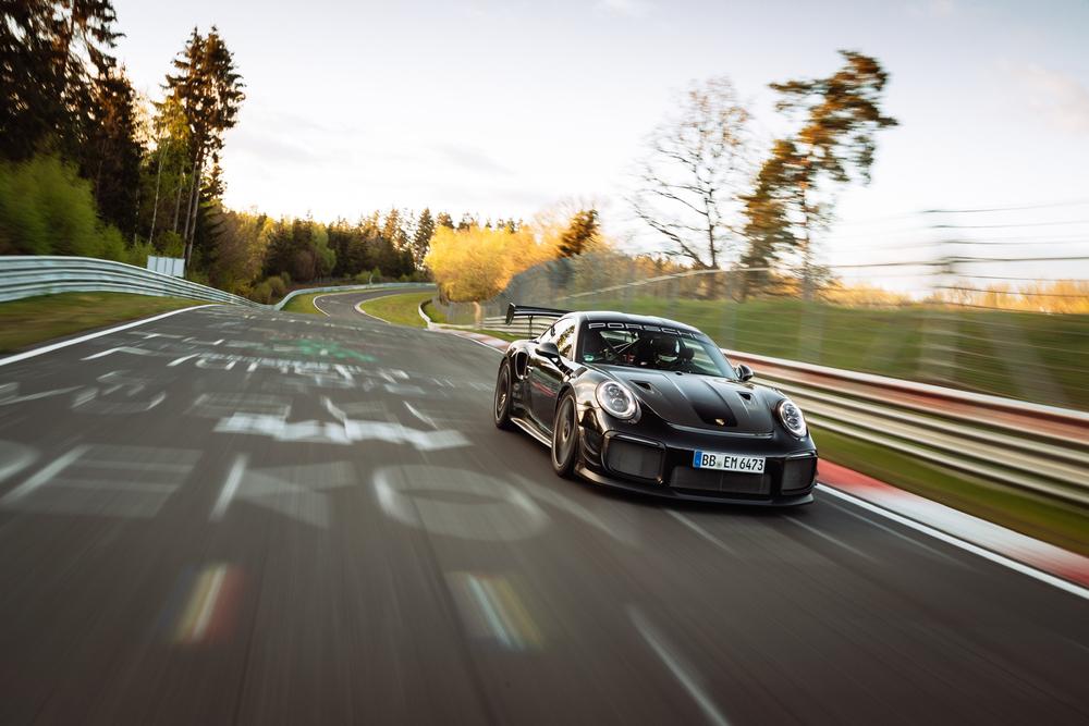 Porsche stabilește un nou record de tur pe Nürburgring Nordschleife la 6:43.300 minute